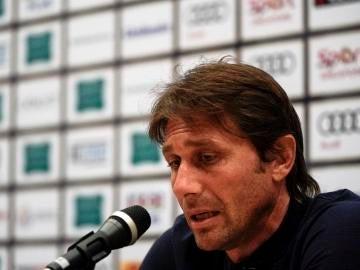 Antonio Conte en una rueda de prensa