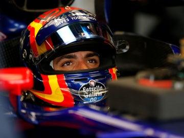 Carlos Sainz antes de una carrera