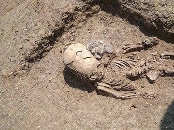 Esqueleto de un niño hallado en Crimea