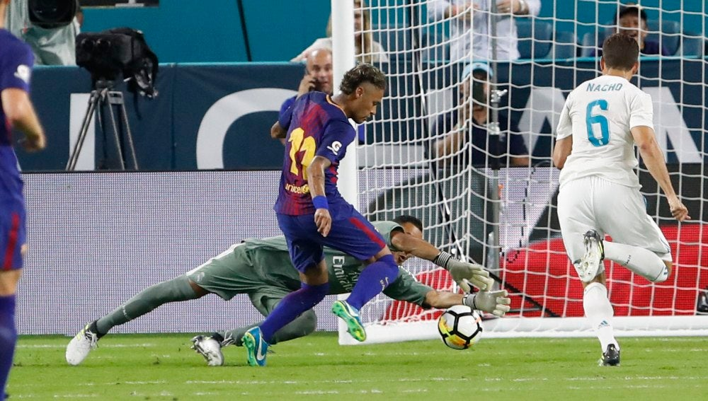 Neymar, ante Keylor Navas