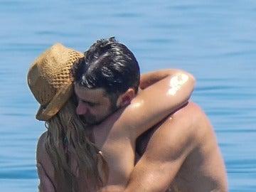María José Campanario y Jesulín de Ubrique disfrutan de un día de playa con mucho amor