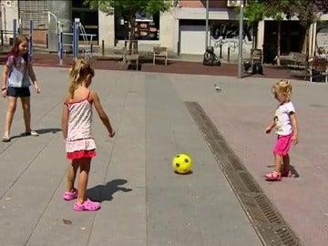 Se elimina la prohibición de jugar a la pelota por las calles de Barcelona
