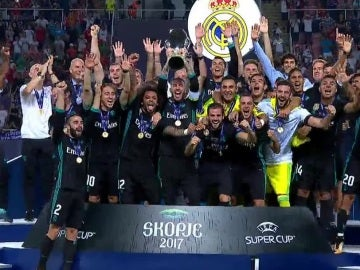 El Real Madrid levanta la Supercopa de Europa