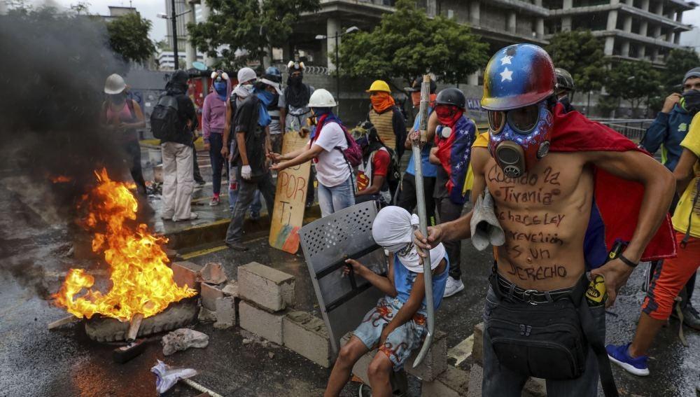 Opositores protestan contra la Asamblea Nacional Constituyente en Venezuela