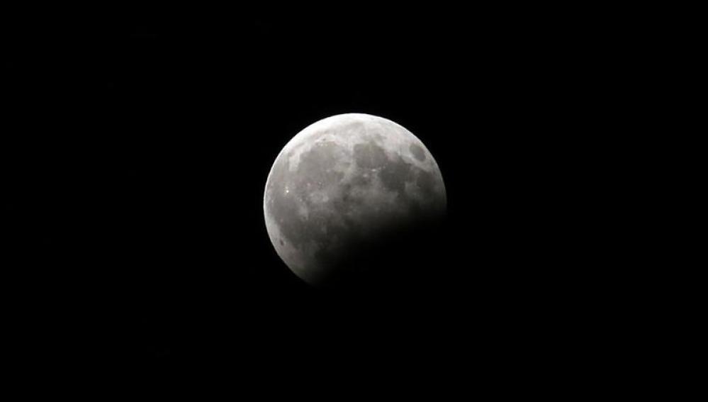 Imagen del eclipse lunar visto desde Irán