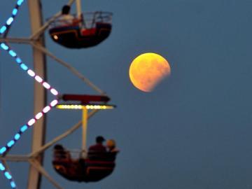 Imagen del eclipse lunar visto desde Polonia
