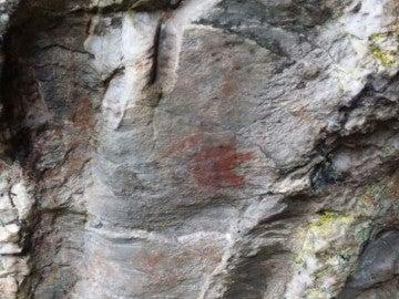 Marcas de pinturas rupestres en Baleira, Lugo