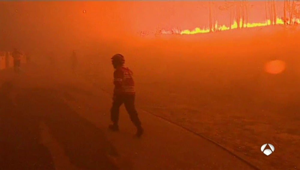 El fuego obliga a cortar el tráfico en la autopista que une Lisboa con Oporto