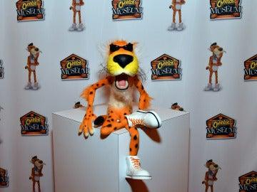 La mascota del snack en el museo de Cheetos