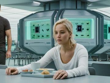 Jennifer Lawrence junto a Chris Pratt en 'Passengers'