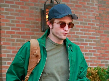 Robert Pattinson sigue pálido hasta en verano