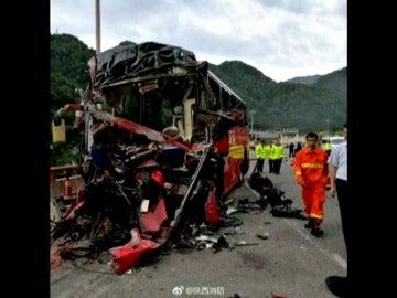La colisión de un autobús en un túnel de China causa 36 muertos y 13 heridos