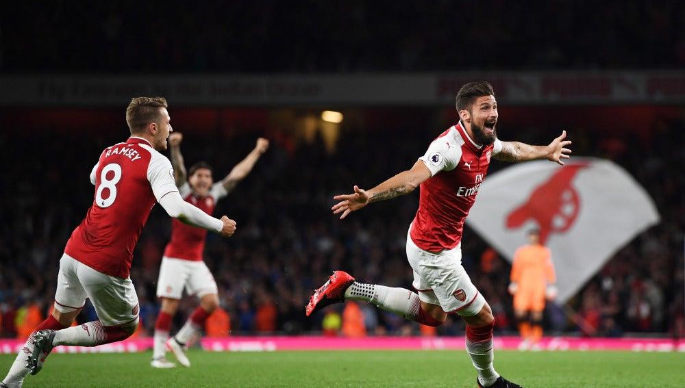 Giroud celebra su gol con el Arsenal en el Emirates