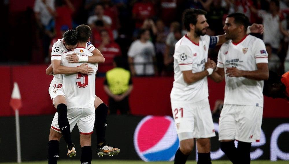 El Sevilla celebrando un gol frente al Istanbul basaksehir