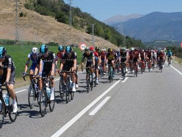 Los ciclistas escapados durante una etapa de la Vuelta a España