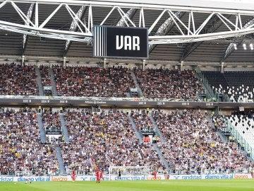 El estadio de la Juventus, con la presencia del VAR