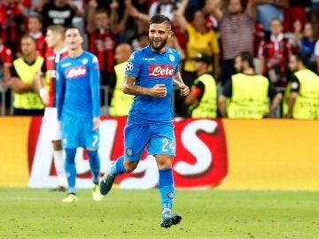 Insigne celebra su gol con el Nápoles
