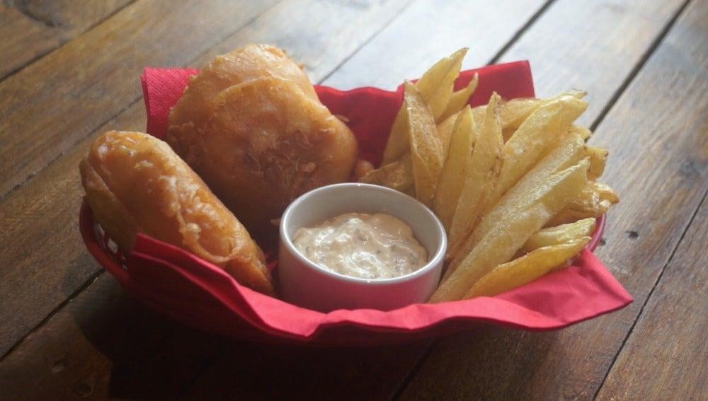 Así luce el fish and chips de Yumland.