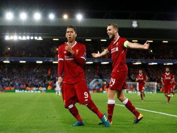 Firmino celebra su gol con el Liverpool en Anfield