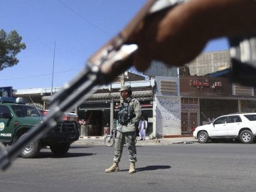 Al menos diez muertos y varios heridos en un atentado con bomba en Afganistán