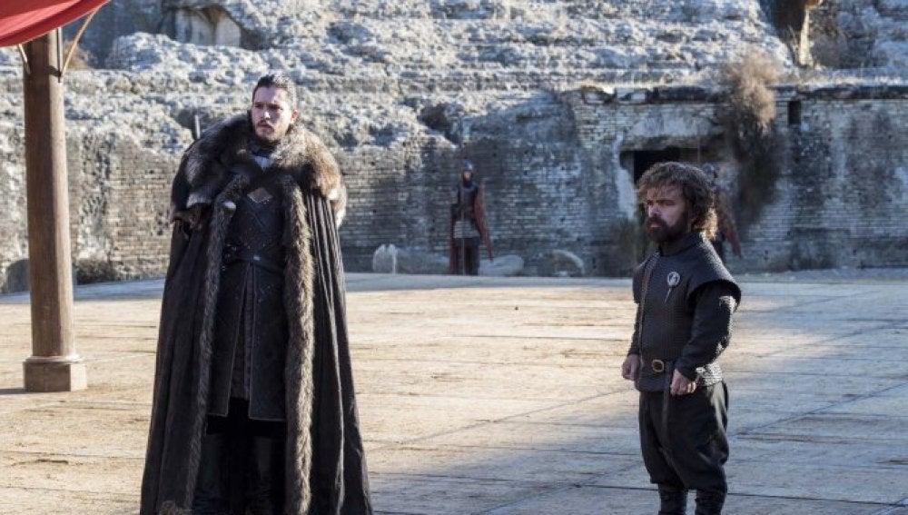 Jon Snow y Tyrion Lannister en Juego de Tronos