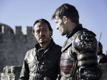 Bronn y Jaime en el campo de batalla de 'Juego de Tronos'