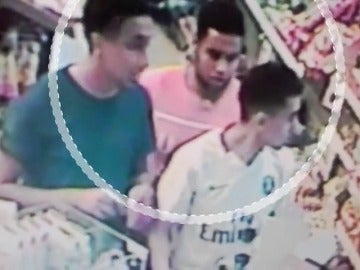 Exclusiva: las imágenes de los terroristas en un área de servicio de Cambrils