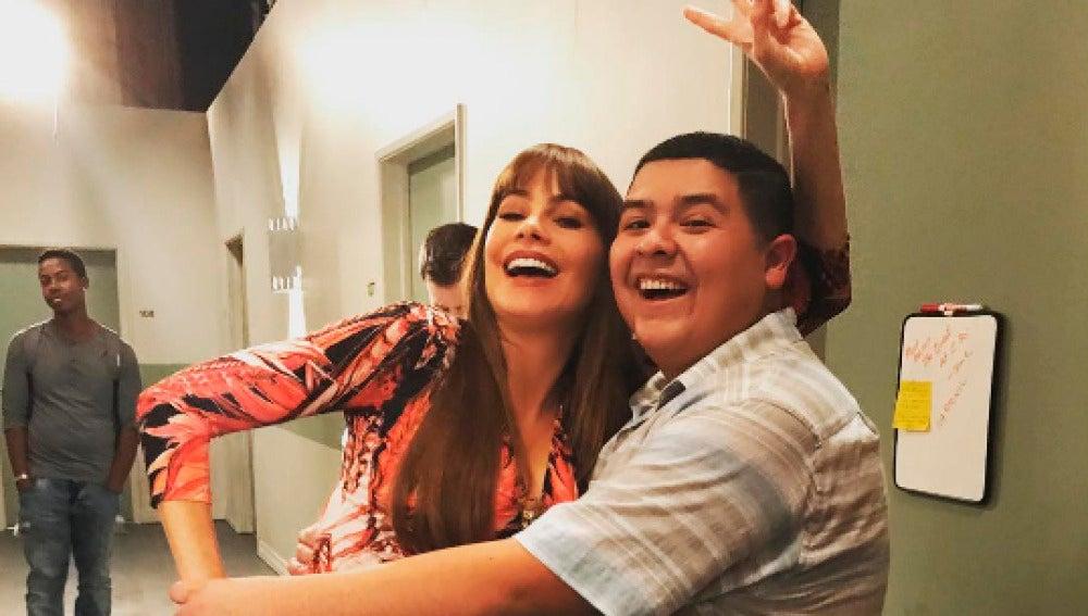 Sofía Vergara y Rico Rodriguez en el rodaje de 'Modern Family'