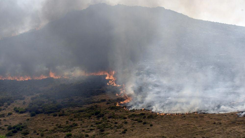 Incendio en Encinedo (León), en la comarca de La Cabrera