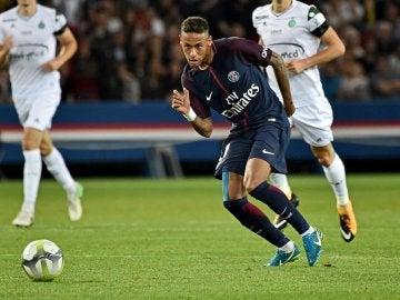 Neymar jugando con el PSG