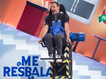Ángel Llàcer reta a la teoría de la gravedad en 'Me resbala'