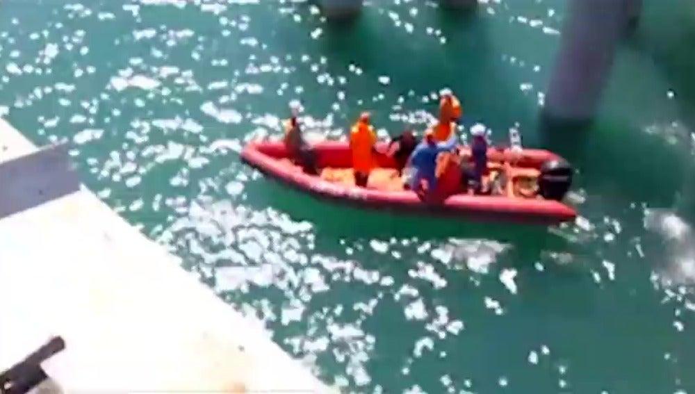 Al menos 17 muertos y 27 heridos al caer al mar un autobús en el sur de Rusia