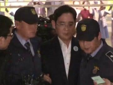 La Justicia surcoreana condena al heredero de Samsung a cinco años de cárcel