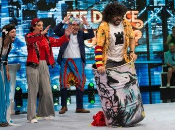 Vaquero se desmelena a ritmo de hard rock en 'Me resbala'