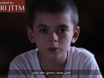 Un niño de diez años amenaza a Trump en un vídeo propagandístico de Daesh