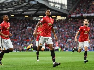 Rashford celebra un gol con el United