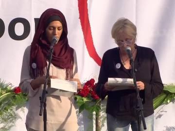 Rosa María Sardá lee el discurso tras la manifestación en Barcelona