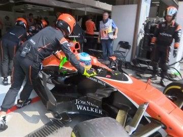 Alonso, abandonando en Bélgica