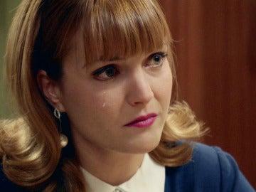 Nuria desvela a Mónica la muerte de su padre
