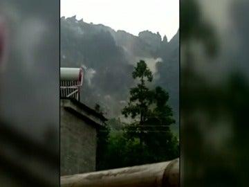 Un deslizamiento de tierra provoca 2 muertos y 25 desaparecidos en China
