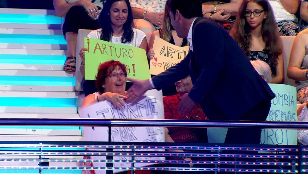 Arturo Valls cumple el sueño de una fan de 'Ahora Caigo'