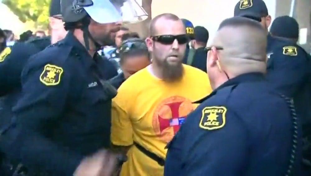 Seis heridos al coincidir grupos antifascistas con una protesta ultraderechista