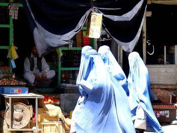 Mujer talibán, imagen de archivo