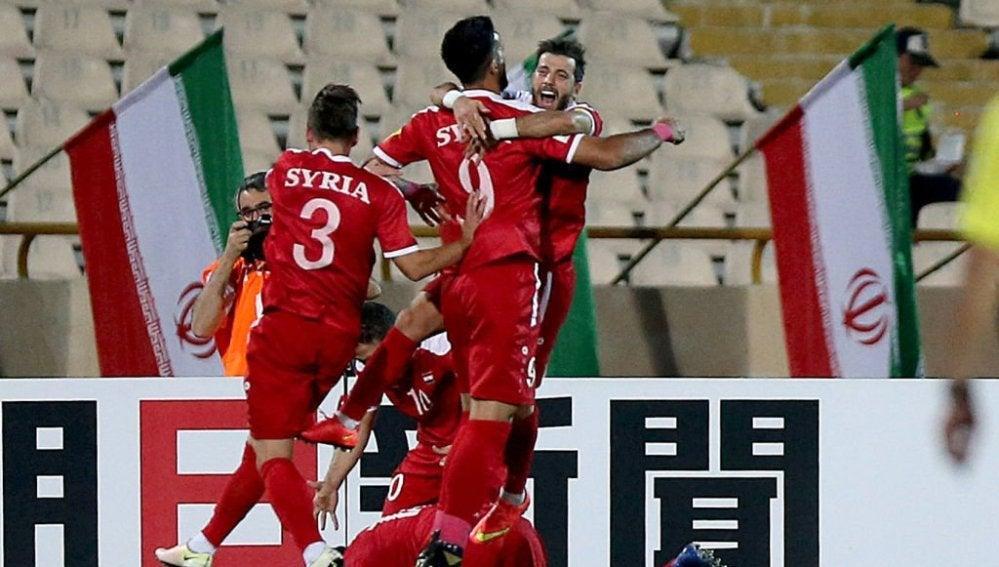 Los jugadores sirios celebran un gol