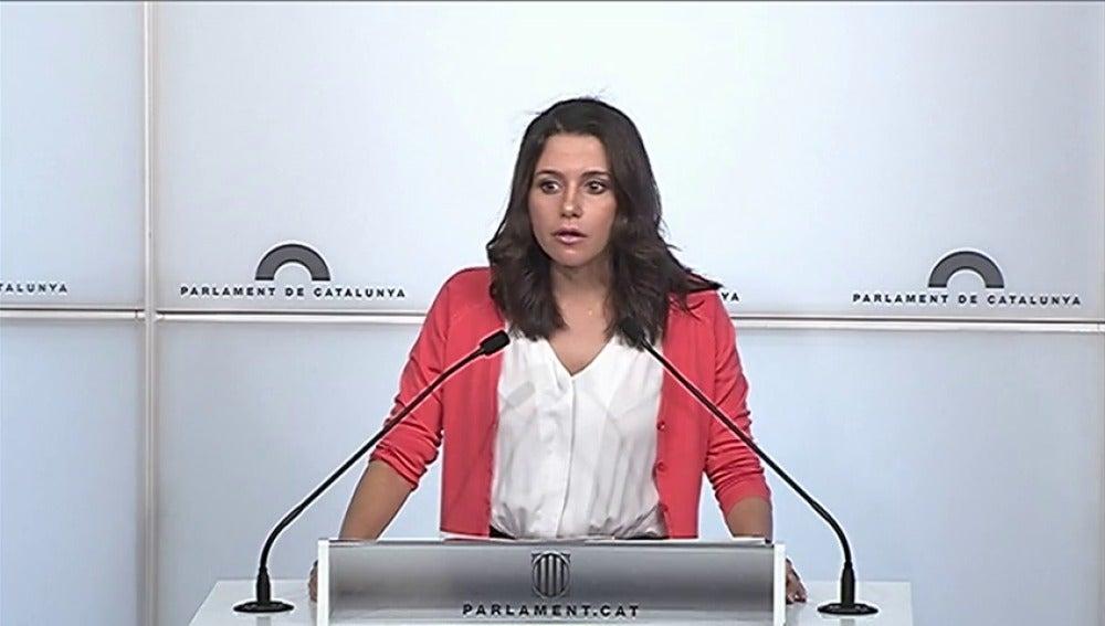 Arrimadas anuncia una moción de censura contra Puigdemont