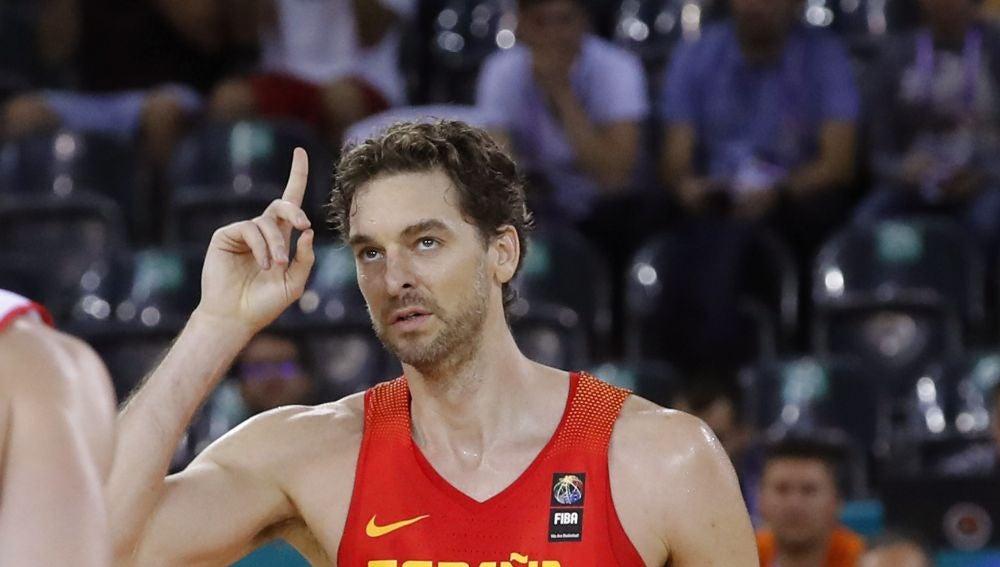 Pau Gasol celebra su récord en el Eurobasket