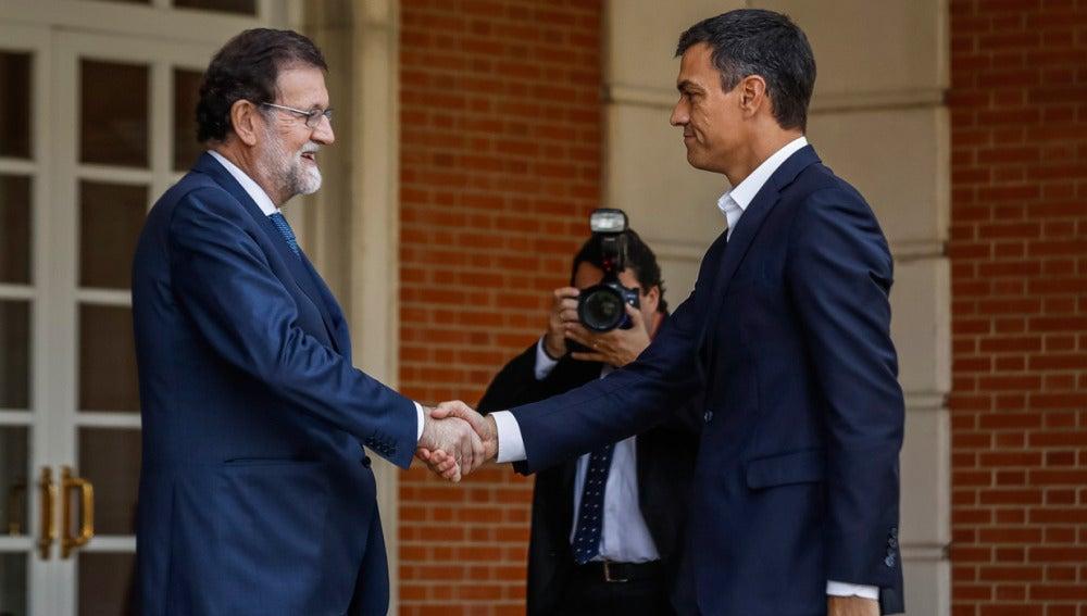 Mariano Rajoy con Pedro Sánchez