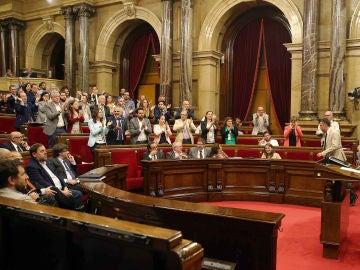 El portavoz de CSQEP, Joan Coscubiela, aplaudido por diputados