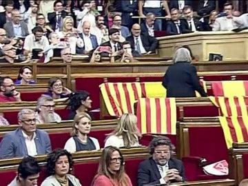 Iglesias insta a la diputada de Podem a disculparse por retirar las banderas de España en el Parlament y ésta se niega