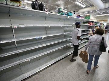 Los estantes de los supermercados, vacíos